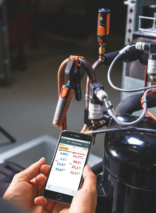 Testo 115i Clamp Thermometer in Use